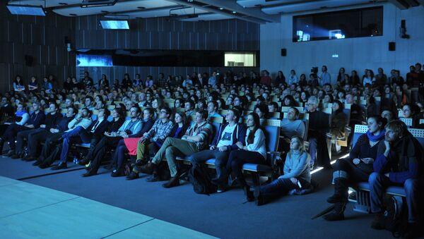 Зрители на показе в кинотеатре - Sputnik Узбекистан