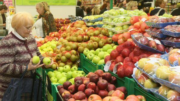 Покупатели в торговом зале гипермаркета - Sputnik Ўзбекистон