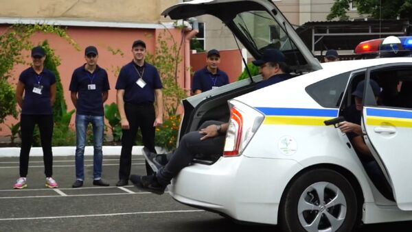 Саакашвили с трудом влез в багажник й машины на учениях в Одессе - Sputnik Узбекистан