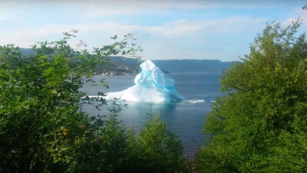 Хит YouTube: разрушение айсберга - Sputnik Узбекистан