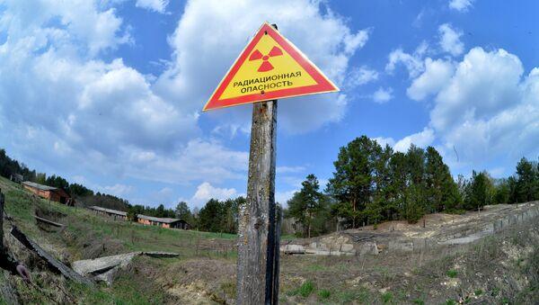 Предупреждающие знаки на территории Полесского государственного радиационно-экологического заповедника - Sputnik Ўзбекистон