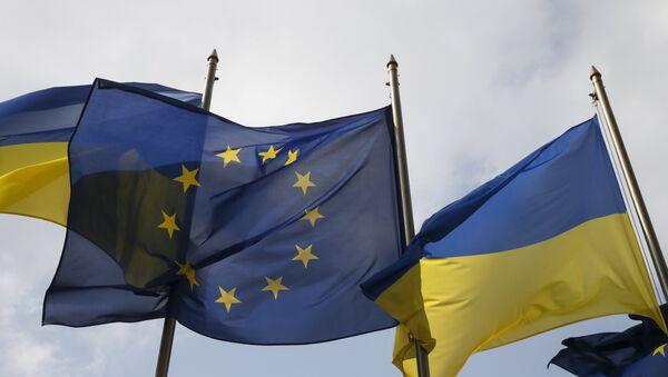 Украина ва ЕИ байроқлари - Sputnik Ўзбекистон