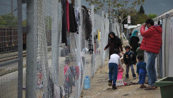 Лагерь беженцев Табановце в Македонии около македоно-сербской границы - Sputnik Узбекистан