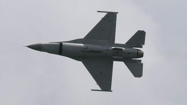 Истребитель F-16. Архивное фото - Sputnik Ўзбекистон