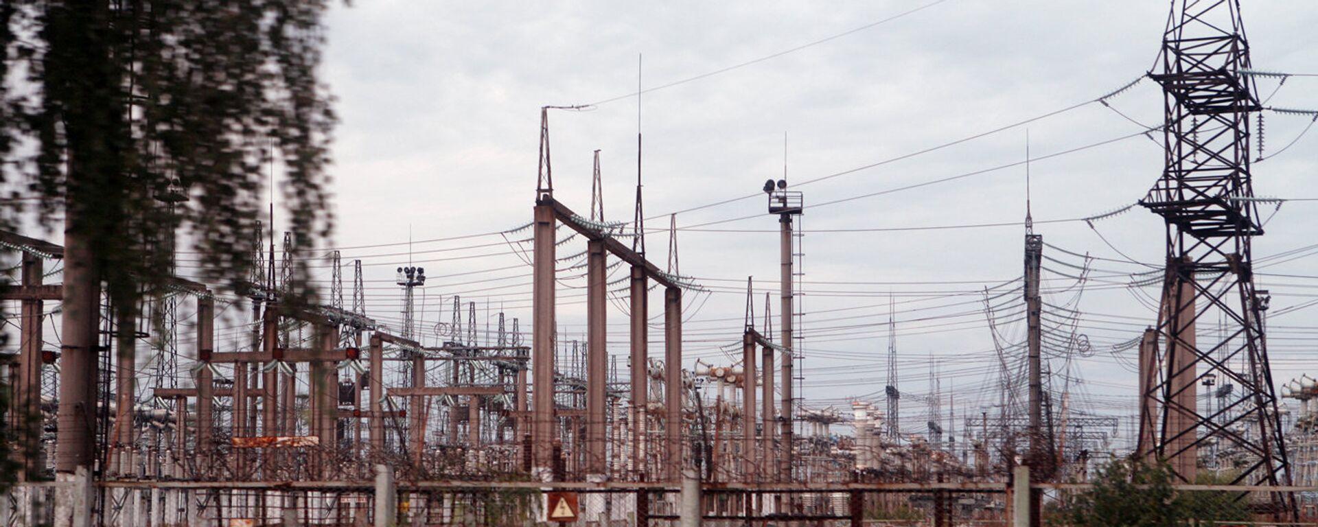 Трансформаторные подстанции и ЛЭП на территории АЭС - Sputnik Узбекистан, 1920, 27.08.2021