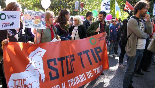 Европада TTIP га қарши намойишлар - Sputnik Ўзбекистон
