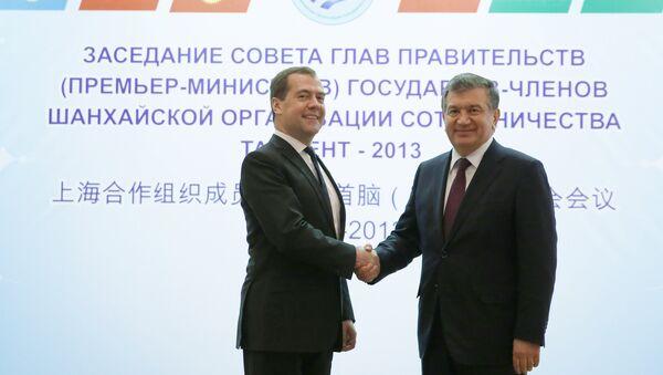 Predsedatel pravitelstva RF Dmitriy Medvedev i premyer-ministr Uzbekistana Shovkat Mirziyeyev - Sputnik Oʻzbekiston
