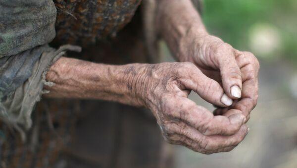 Руки пенсионерки - Sputnik Узбекистан