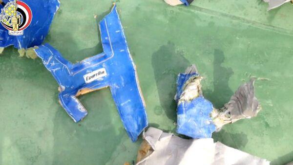 Египетские военные обнародовали видео фрагментов разбившегося MS804 - Sputnik Узбекистан