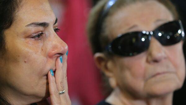 Родственники погибших пассажиров самолета А320 авиакомпании EgyptAir - Sputnik Узбекистан