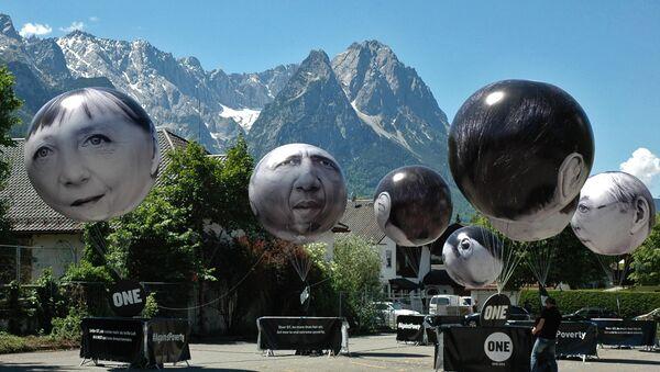 G-7 ga a'zo mamlakatlar rahbarlari qiyofalari aks ettirilgan sharlar - Sputnik Oʻzbekiston