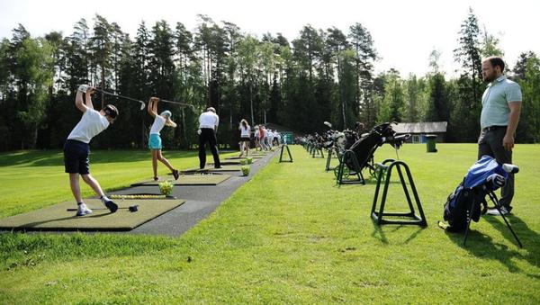 Blagotvoritelnыy turnir po golfu ko Dnyu zaщitы detey - Sputnik Oʻzbekiston