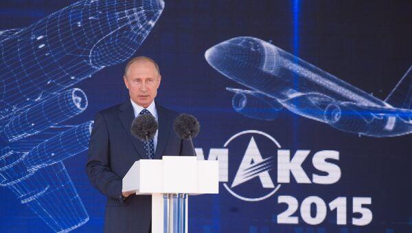 Президент РФ В.Путин посетил  МАКС-2015 - Sputnik Узбекистан