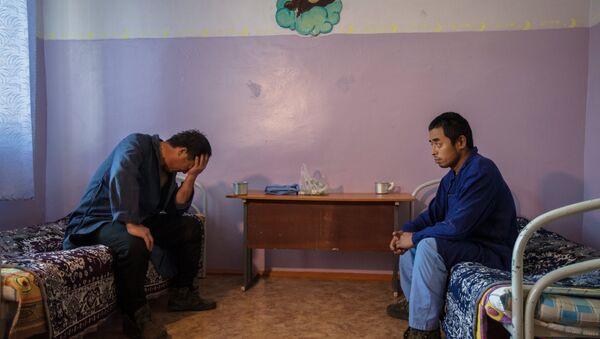 Мигранты в ожидании депортации. Архивное фото - Sputnik Ўзбекистон