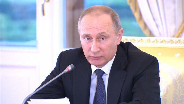 Мы практически преодолели спад – Путин о состоянии экономики РФ - Sputnik Узбекистан
