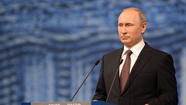 Рабочая поездка президента РФ В. Путина в Санкт-Петербург. - Sputnik Узбекистан