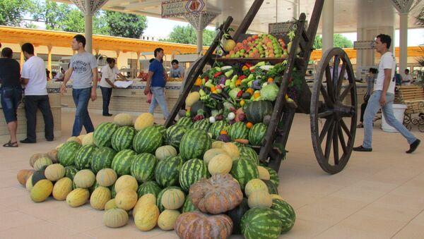 Торговые ряды на Алайском рынке в Ташкенте - Sputnik Узбекистан