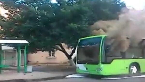 Тошкентда навбатдаги автобус ёнмоқда - Sputnik Ўзбекистон
