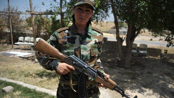 Бойцы курдских отрядов, воюющие против ИГ - Sputnik Ўзбекистон