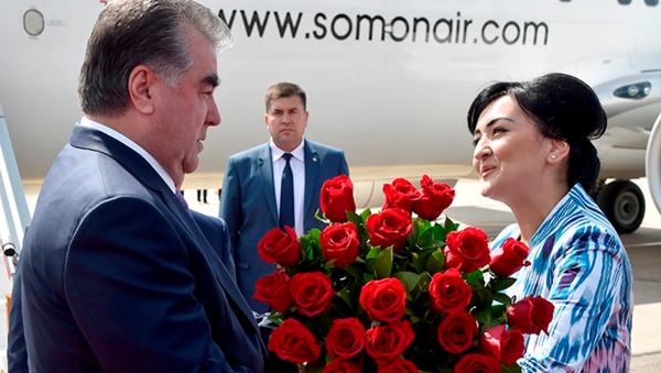 Tojikiston prezidenti Emomali Rahmon Toshkent aeroportida - Sputnik Oʻzbekiston