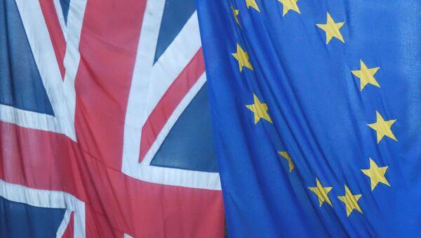 Флаги Британии и ЕС. - Sputnik Ўзбекистон