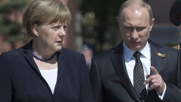 Prezident Rossiyskoy Federatsii Vladimir Putin i kantsler FRG Angela Merkel - Sputnik Oʻzbekiston