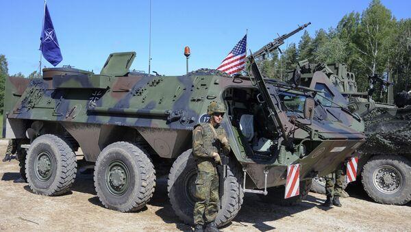 Voyennoslujaщiye armii SSHA na ucheniyax - Sputnik Oʻzbekiston