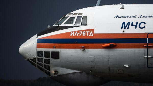 Samolet Il-76TD MCHS RF v aeroportu - Sputnik Oʻzbekiston