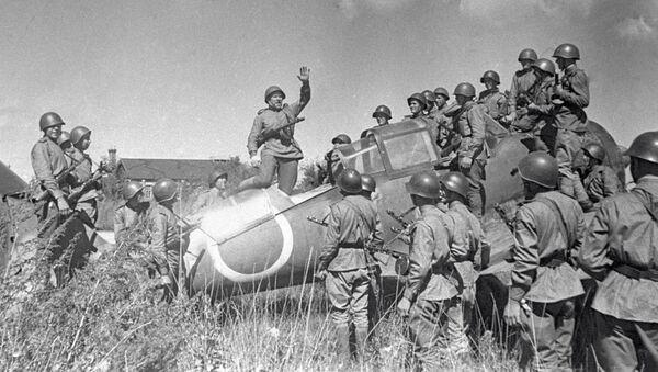 Воины Красной Армии на Харбинском аэродроме - Sputnik Ўзбекистон