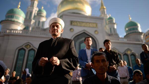 Празднование Ураза-байрама в Москве - Sputnik Узбекистан
