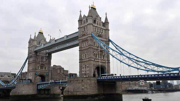 Тауэрский мост над рекой Темзой в Лондоне. - Sputnik Узбекистан