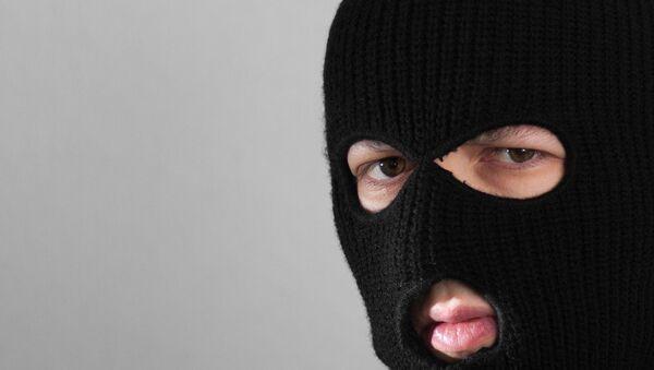 Человек в маске балаклавы. Архивное фото - Sputnik Ўзбекистон