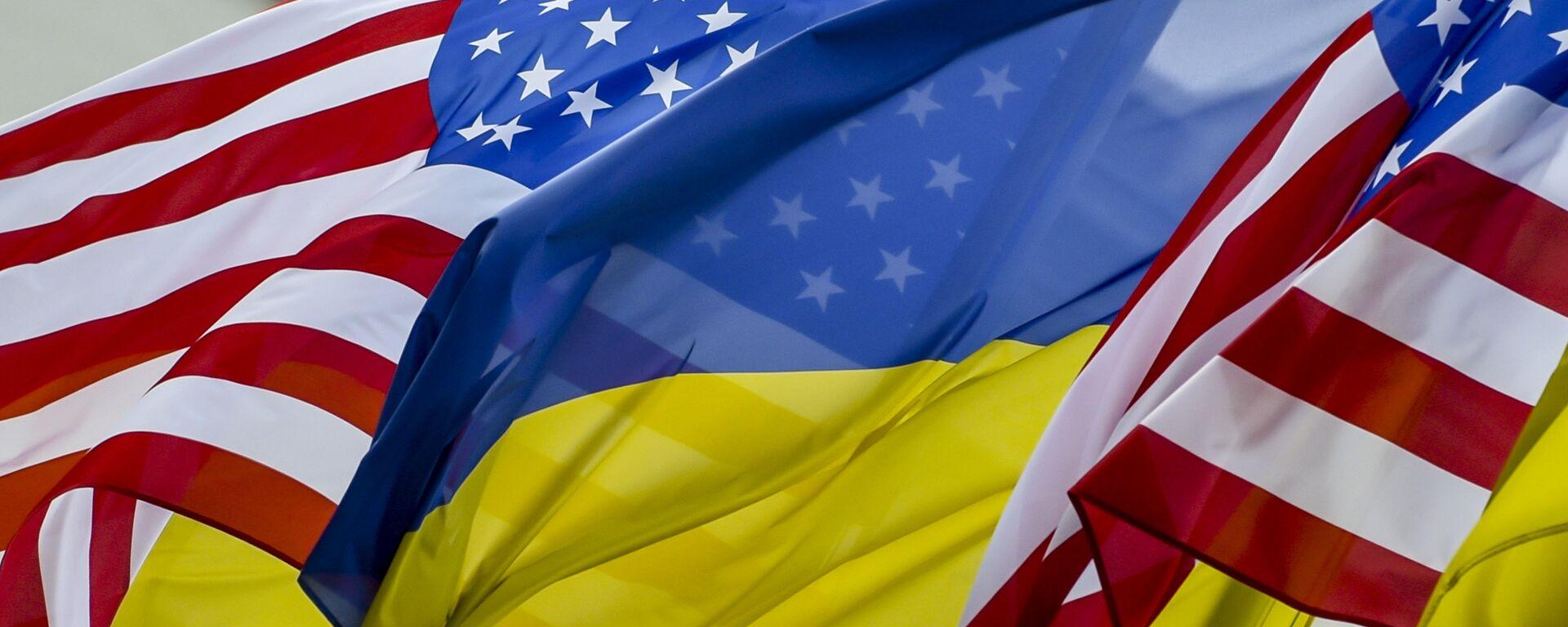 Флаги США и Украины - Sputnik Узбекистан, 1920, 08.06.2021