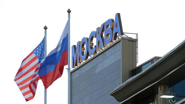 Флаги России и США в аэропорту Внуково-2 - Sputnik Ўзбекистон