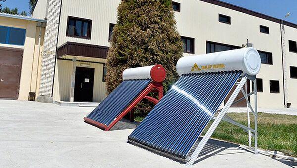 Изготовление солнечных батарей на предприятии - Sputnik Ўзбекистон