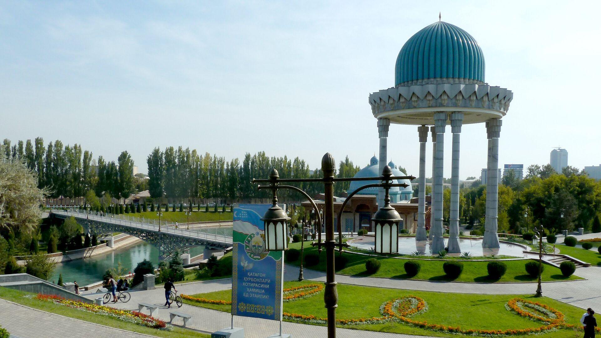 Монумент жертвам репрессий в комплексе Шахидлар хотираси  - Sputnik Узбекистан, 1920, 16.04.2021