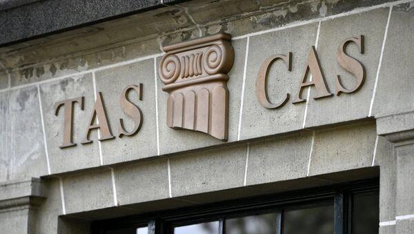 Логотип спортивного арбитражного суда CAS на штаб-квартире в Лозанне. - Sputnik Узбекистан
