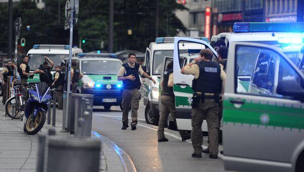 Polizisten an der Münchner U-Bahn-Station Karlsplatz/Stachus - Sputnik Ўзбекистон