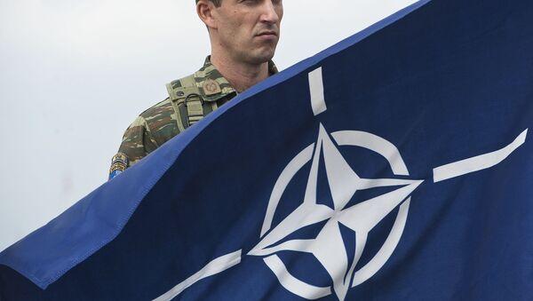 NATO bayrogʻi - Sputnik Oʻzbekiston