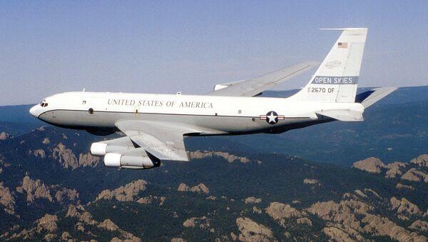 Разведывательный самолет Boeing OC-135B  - Sputnik Ўзбекистон