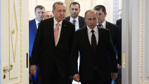Rossiya prezidenti V. Putin va Turkiya rahbari T. Erdoʻgʻonning Sankt-Peterburg shahrida uchrashuvi - Sputnik Oʻzbekiston
