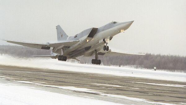 Uzoы aviatsiya Tu-22 M3 samolyoti osmonga koʻtarilmoqda - Sputnik Oʻzbekiston