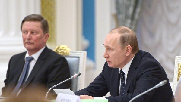 Rossiya Prezidenti Vladimir Putin (oʻngda) va prezident devoni rahbari Sergey Ivanov - Sputnik Oʻzbekiston