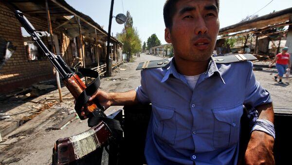Милиция ходими, Бишкек шаҳри - Sputnik Ўзбекистон