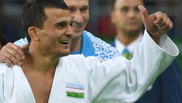 Rishod Sobirov raduyetsya bronzovoy medali sorevnovaniya po dzyudo - Sputnik Oʻzbekiston