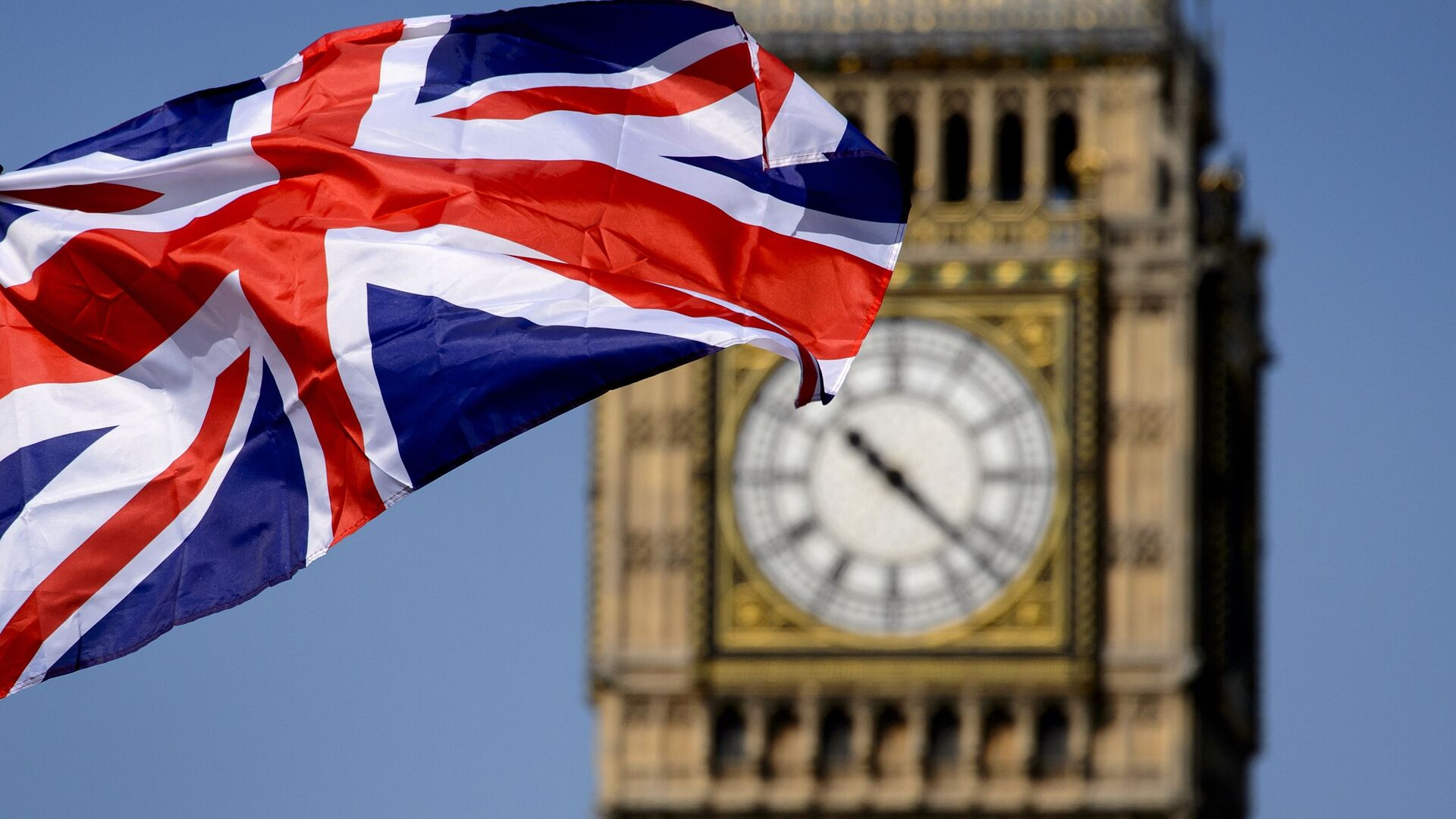 Британский флаг на фоне Биг-Бена в Лондоне - Sputnik Ўзбекистон, 1920, 16.09.2021