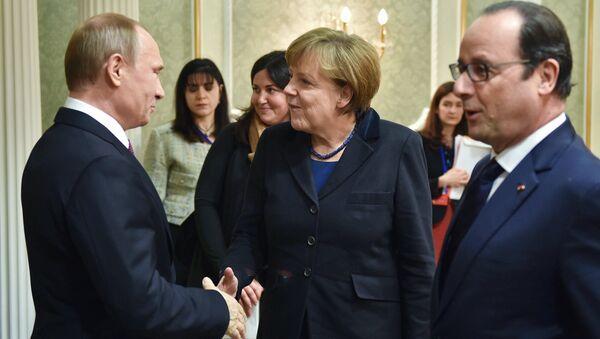 Владимир Путин, Ангела Меркель ва Франсуа Олланд - Sputnik Ўзбекистон
