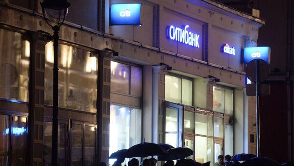 Мужчина угрожает устроить взрыв в отделении банка в центре Москвы - Sputnik Узбекистан