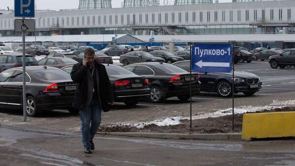 Здание пассажирского терминала аэропорта Пулково-1 в Санкт-Петербурге - Sputnik Узбекистан