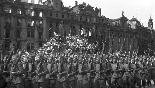 Парад советских войск в Праге - Sputnik Ўзбекистон